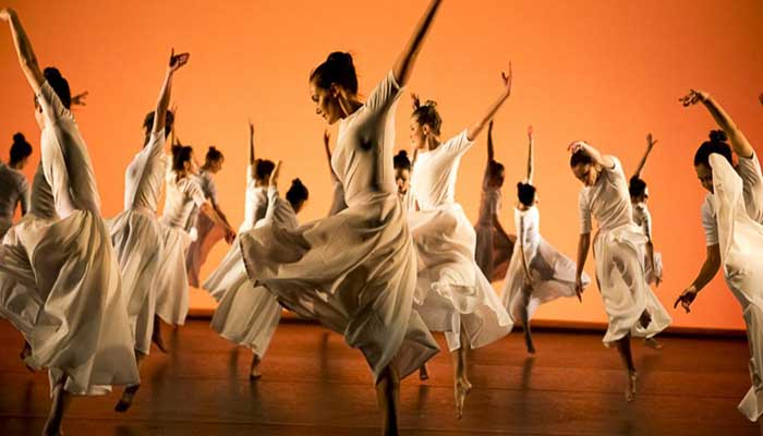conteporary dance troupe